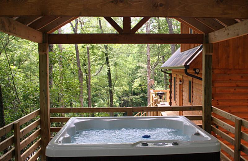 Hot tub at Rock Creek Cabins.