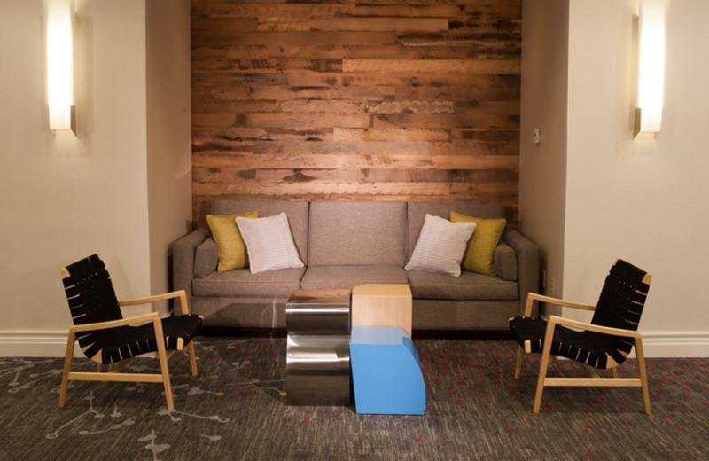 Sitting area at Crowne Plaza Melbourne Oceanfront Resort.