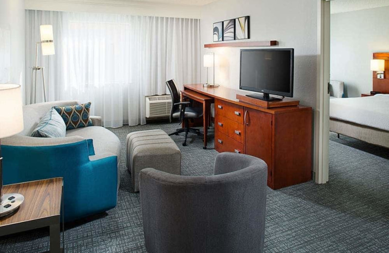 Guest room at Courtyard by Marriott Tucson/Williams Centre.