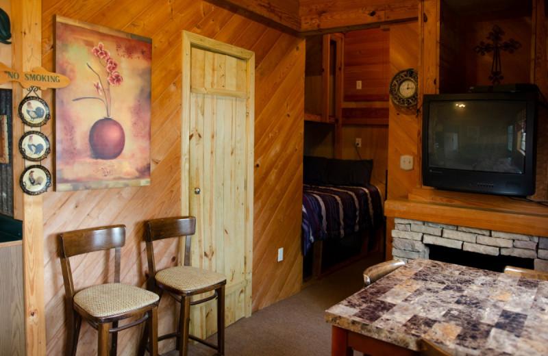 Cabin dining area at Kel's Kove.