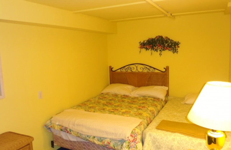 Guest bedroom at Lake Michigan Reunion & Retreat.