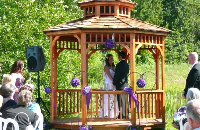 Weddings at Olympic View Cabins.