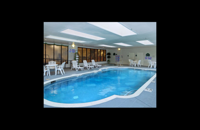 Indoor pool at Wingate by Wyndham - Love Field West.