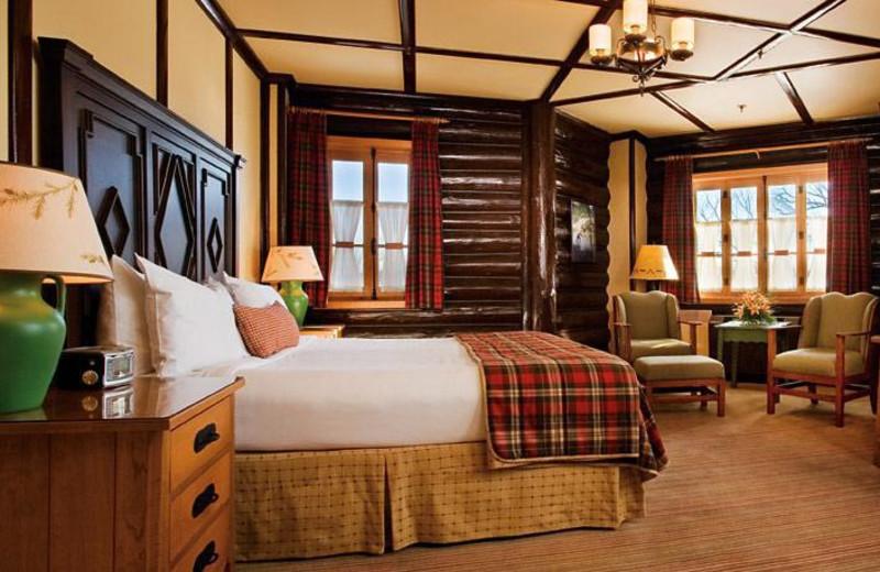 Deluxe guest room at Fairmont Le Château Montebello.