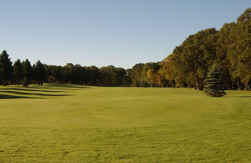Balmoral golf course near Xanadu Island Bed & Breakfast and Resort.