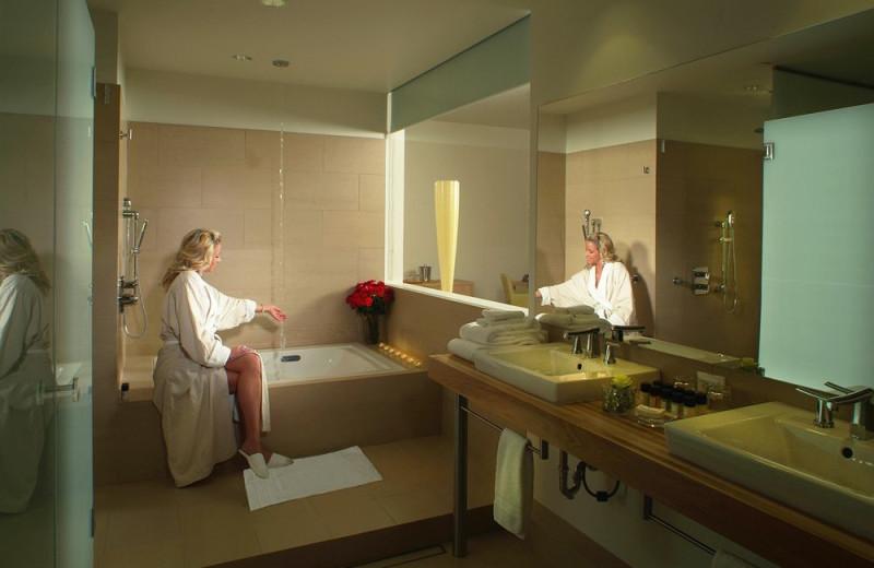 Guest bathroom at Lenape Heights Golf Resort.