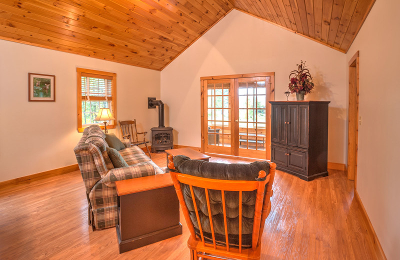 Lakeside house living room at Jackson's Lodge and Log Cabin Village.