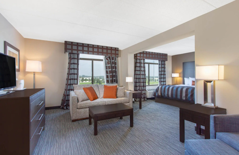 Guest room at Wingate by Wyndham Mechanicsburg/Harrisburg West.