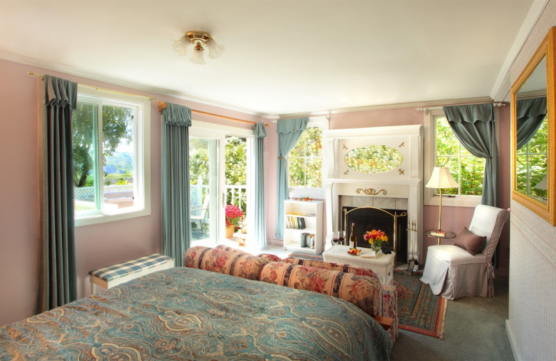 Brambleberry Suite at Jenner Inn