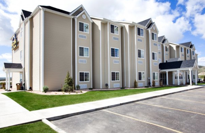 Exterior view of Pronghorn Inn & Suites Rawlins.