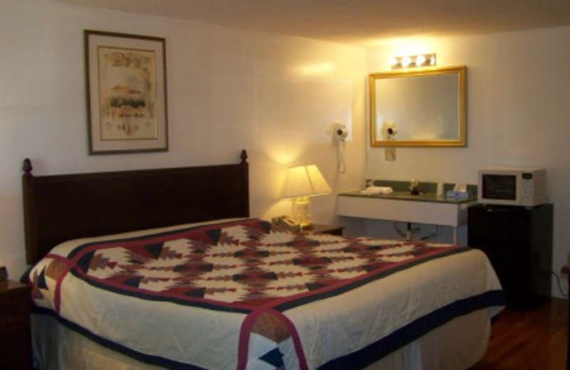 Guest Room at Golden Knight Inn
