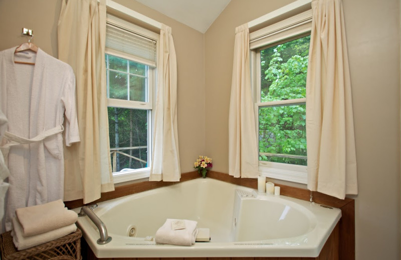 Penobscot cottage jacuzzi at The Lodge at Camden Hills