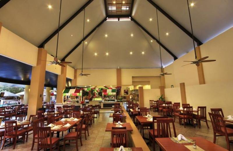 Dining at Viva Wyndham Azteca.