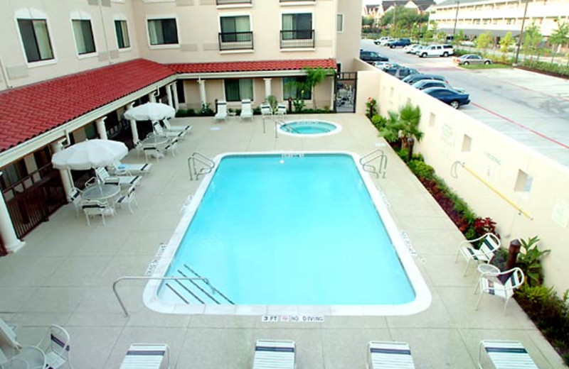 Outdoor Pool at the Courtyard Houston - West University