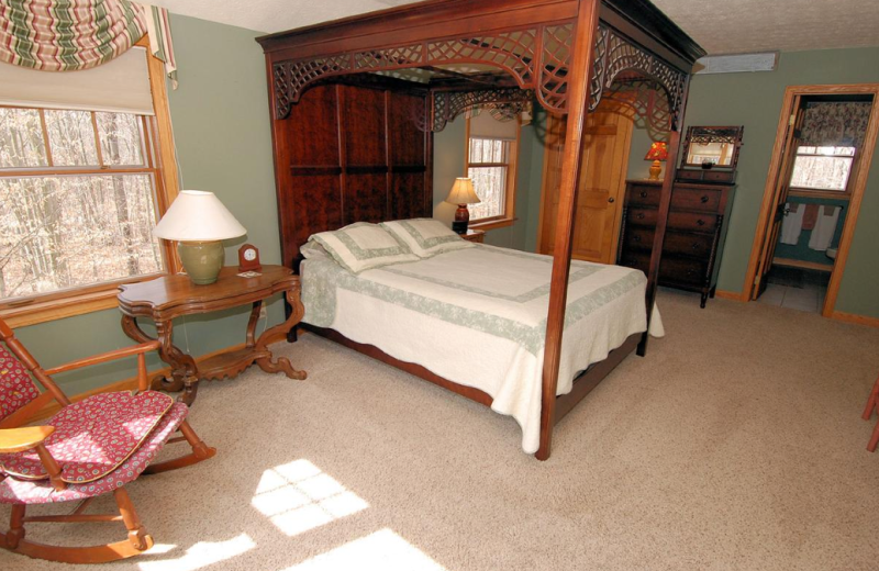 Vacation rental bedroom at Old Timberline Community.