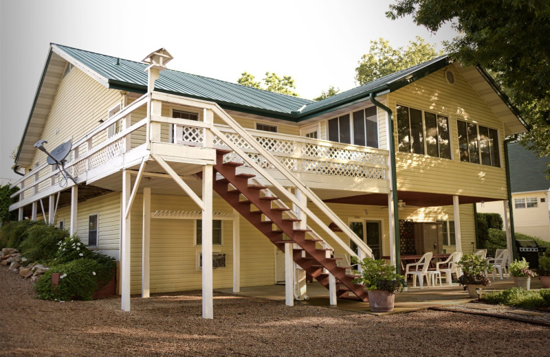 Exterior view of River Ridge Inn.