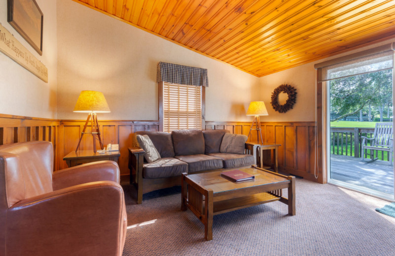 Cottage living room at Gran-View On The River.