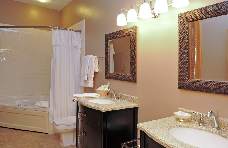 Guest bathroom at Eganridge Resort, Country Club & Spa.