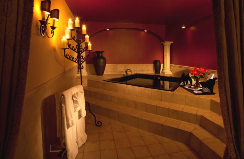 Jacuzzi suite at Hotel Encanto.
