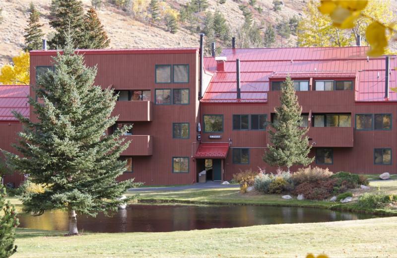 Exterior view of Rock Creek Resort.