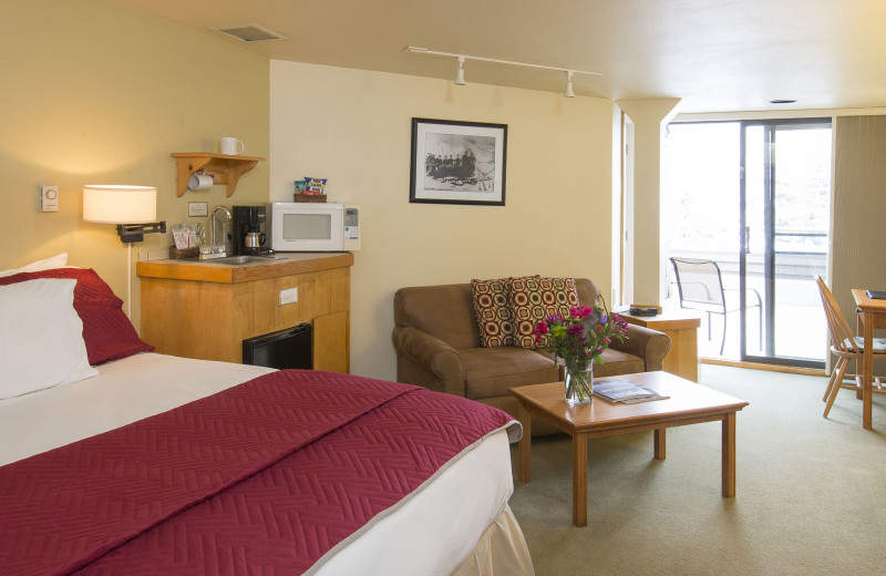 Deluxe rooms have a sitting area, flat screet tv, and a balcony.