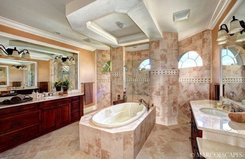 Rental bathroom at Marco Escapes.