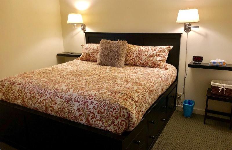 Guest bedroom at Hi-Tide Ocean Beach Resort.