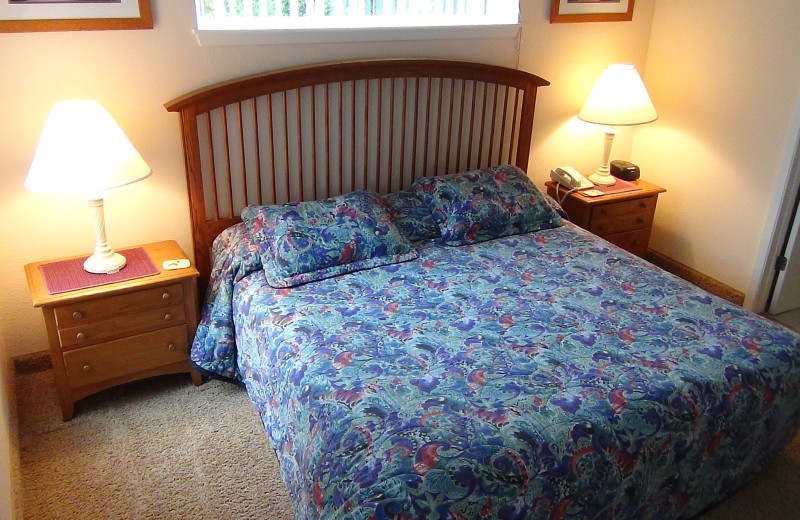 Guest bedroom at Delavan Lake Resort.