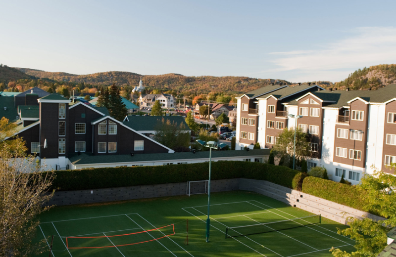 Tennis court at Manoir Saint Sauveur.