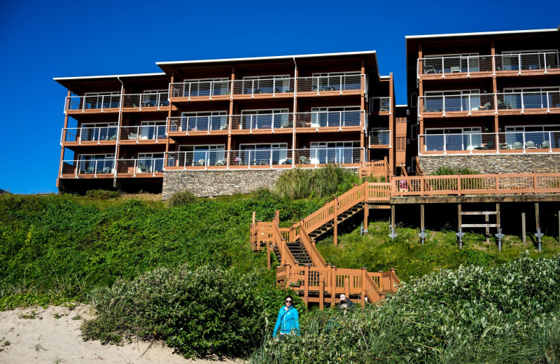 Exterior view of Hallmark Resort & Spa Cannon Beach.