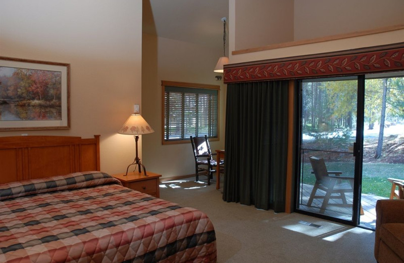 Guest room at The Pines at Sunriver.