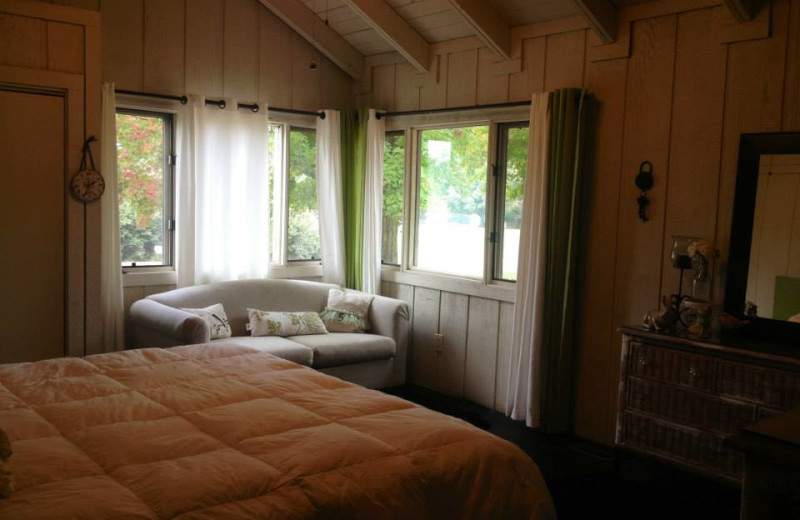 Townhouse bedroom at Red Apple Inn and Country Club.