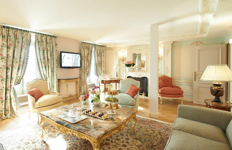 Suite living room at Hôtel de Crillon.