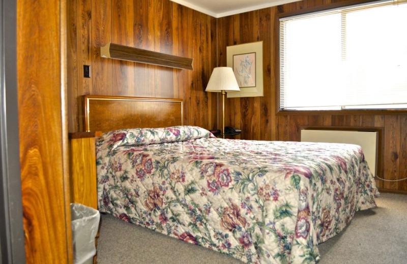Cabin bedroom at Sawtelle Mountain Resort.