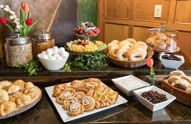 Our continental breakfast is served daily from 7:00am-10:00am in the breakfast room.