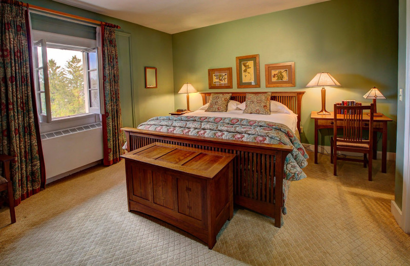Guest bedroom at Geneva On The Lake.