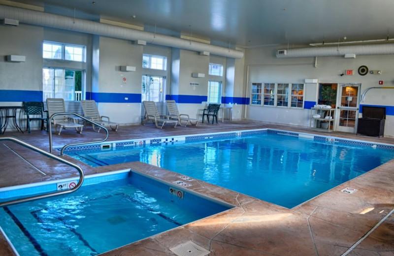 Indoor pool at BridgePointe Inn & Suites.