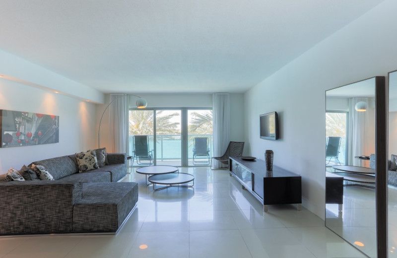 Guest living room at Bal Harbour Quarzo Luxury Boutique Hotel.