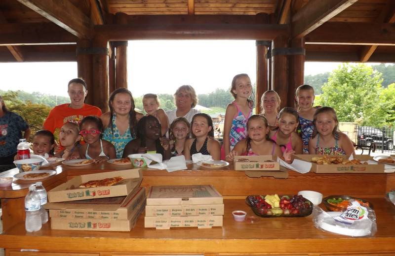 Pizza party at Golfview Vacation Rentals.