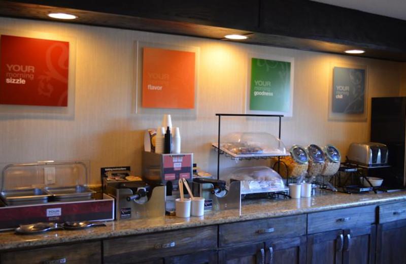 Breakfast room at Comfort Inn Suites Vancouver.