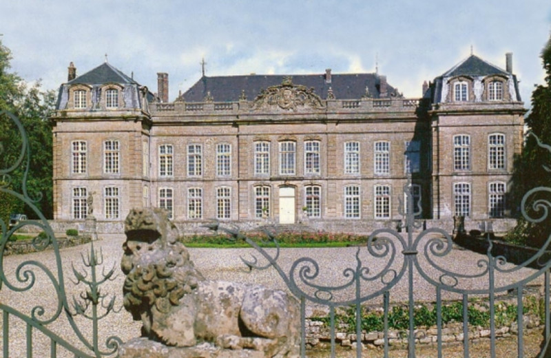 Exterior view of Château de Bazeilles.