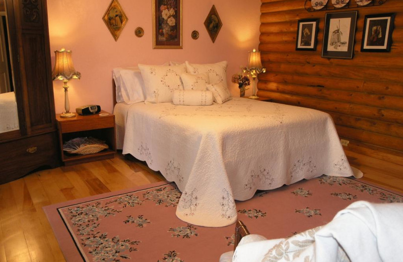 Guest room at Grand Living Bed & Breakfast.