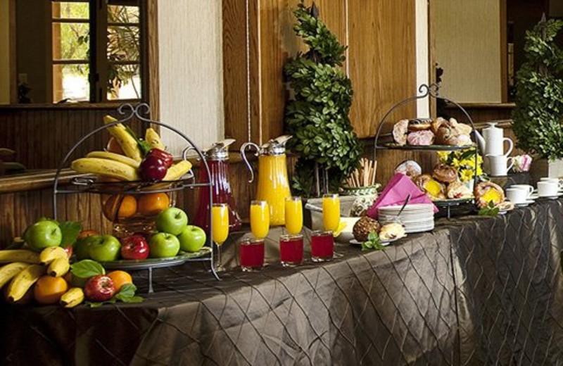 Meeting Continental Breakfast at Pepper Tree Inn
