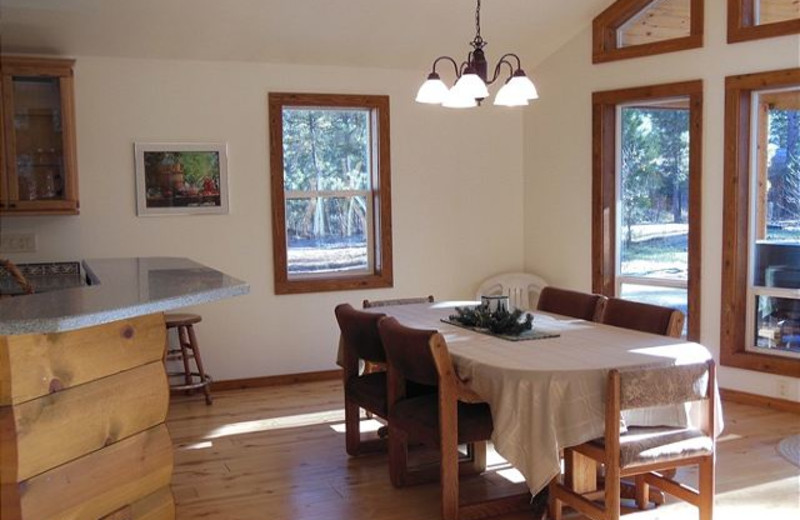 Cabin dining room at Idaho Cabin Keepers.