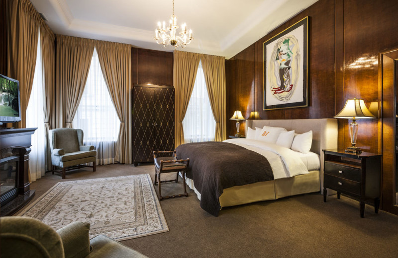 Guest room at Hotel XIX Siecle.