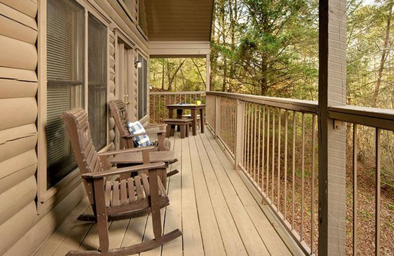 Rental porch at Country Pines Log Homes.