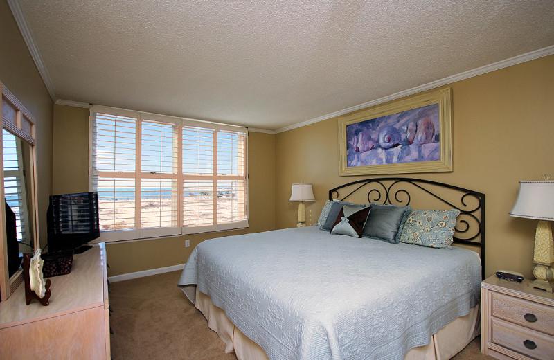 Guest bedroom at Destin Pointe.