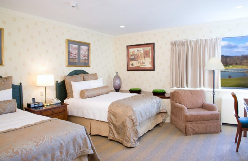Two bed guest room at Doral Arrowwood.