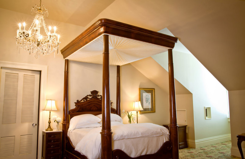 Guest room at Dunleith House & Gardens.