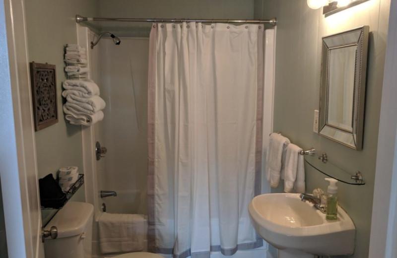 Guest bathroom at Kapilana Resort.